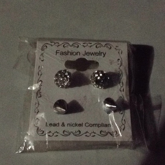 unknown Jewelry - Fashion earnings studs